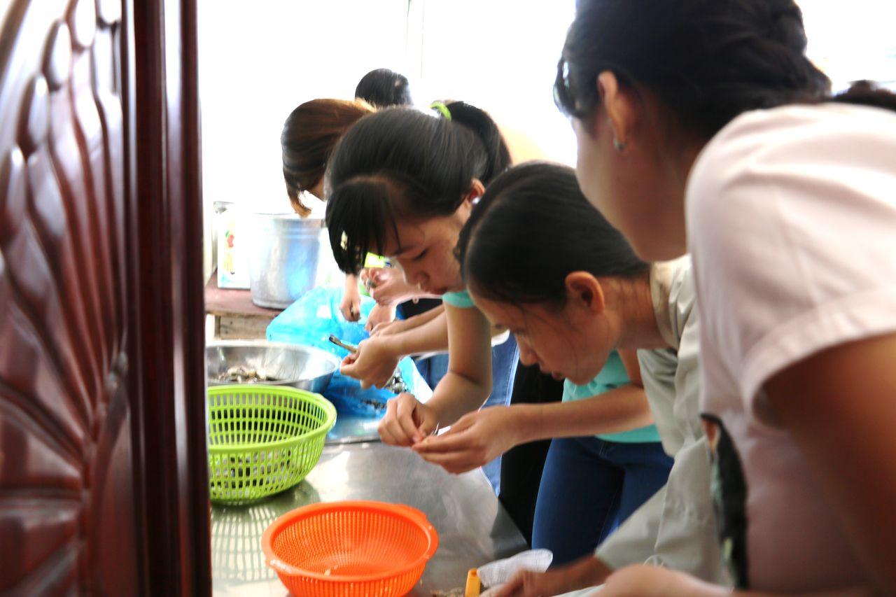LOng Xuyen : Préparation par les élèves du Repas de Fête en l'honneur des