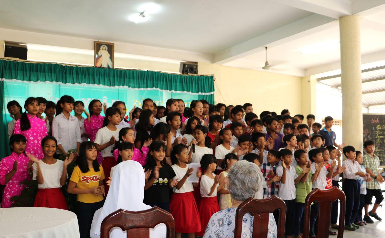 Au Foyer de Soeur Marie  Spectacle donné par les Enfants
